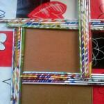 marco de fotos con papel de revista