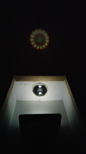 Cómo hacer un proyector casero con una caja